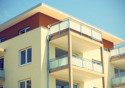 Fassade-gelbes-Hochhaus