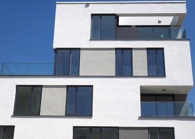 Mehrfamilienhaus-Grau-weiss